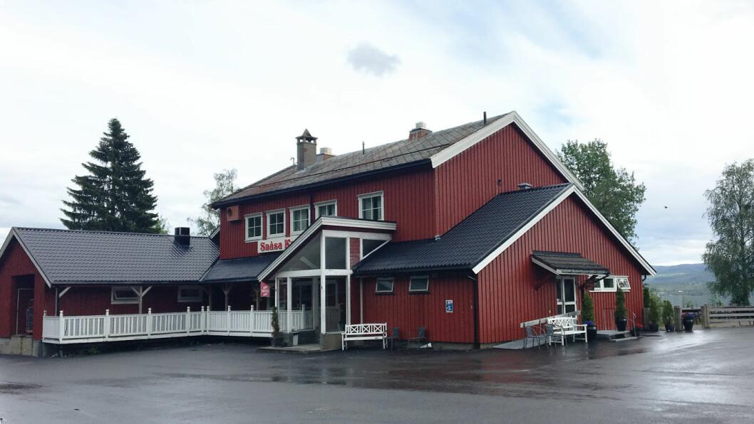 SNÅSAKROA: Veikroa ligger ved E6 i enden av Snåsavatnet.
