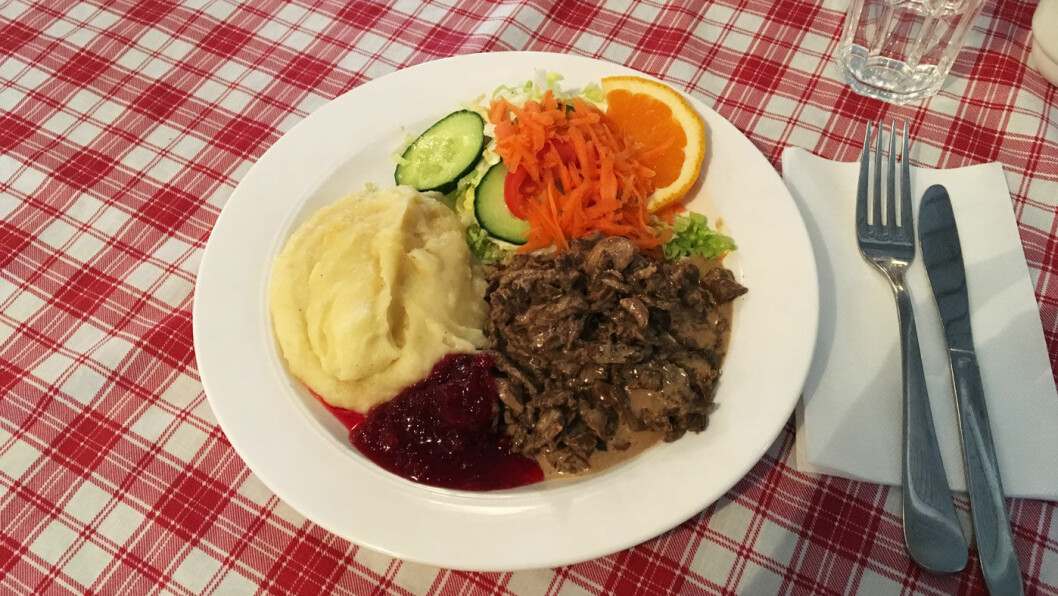 HJEMMELAGET FINNBIFF: Raus med mat, for dette er liten porsjon. Det er godt, men vi skulle gjerne ha hatt en god, hjemmelaget potetmos ved siden av.