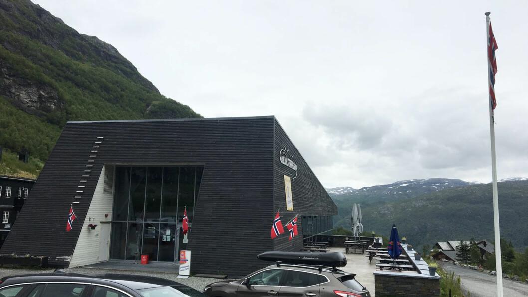 VINTERSPORTSSTED: Røldalterrassen ligger rett ved skiheisene i Røldal. Sommerstid er det stillere og roligere her.