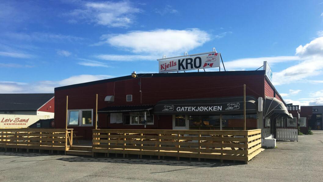 KJELLS KRO: Klemt inne mellom trailere og containere ligger veikroa utenfor Levanger.