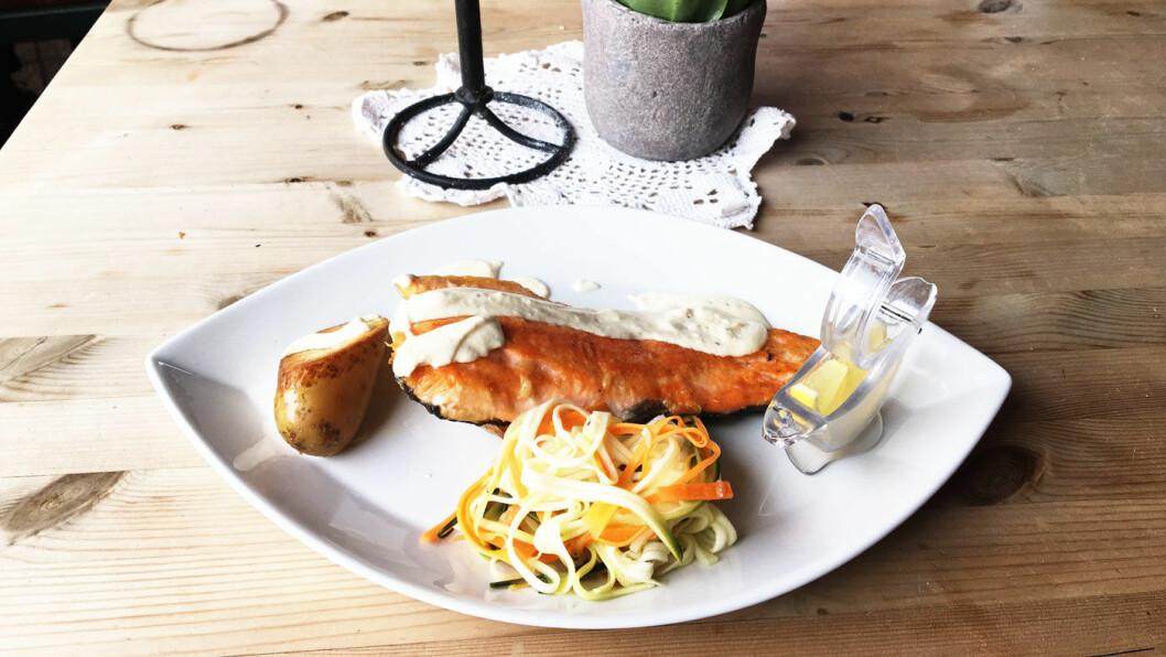 LOKALMAT: Det står flere lokale retter på menyen, blant annet fjellaure med rømmesaus.