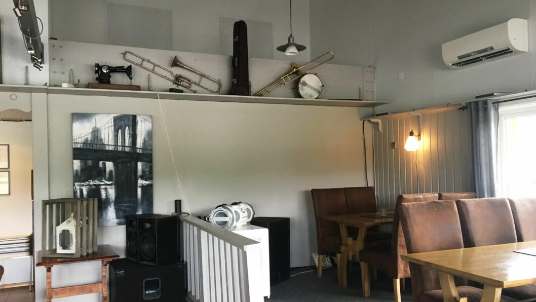 STORSTUA: Nyoppusset, høyt under taket og gode stoler.