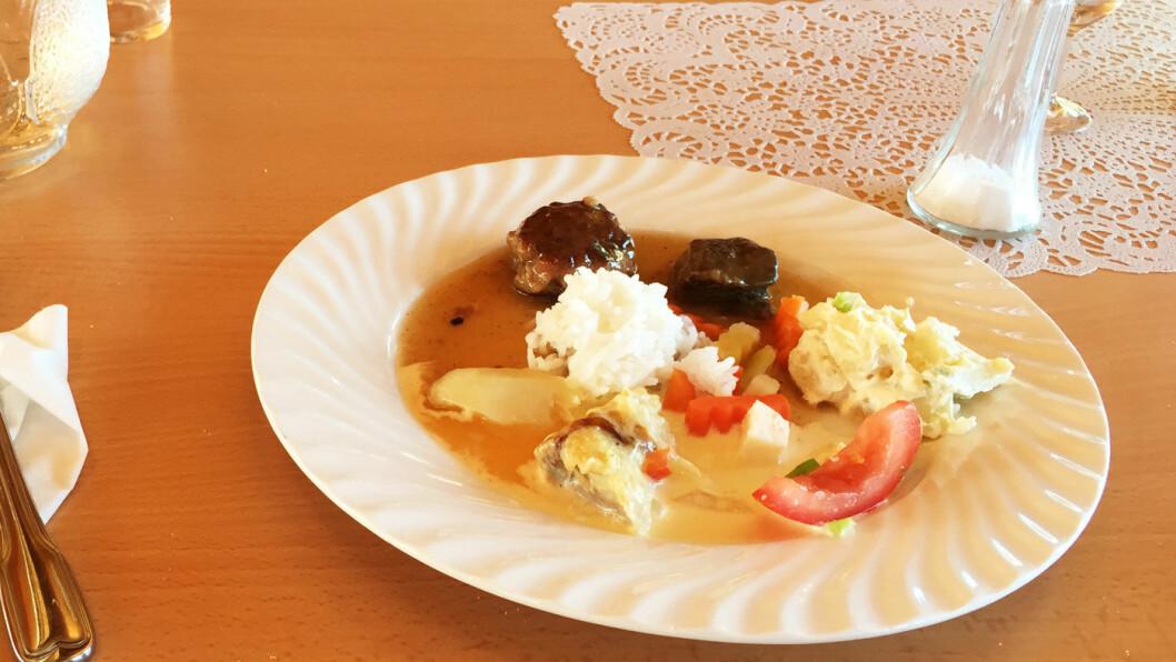 LITT AV HVERT: Med buffet blir det kanskje ikke så pene tallerkener, men mange smaker da!