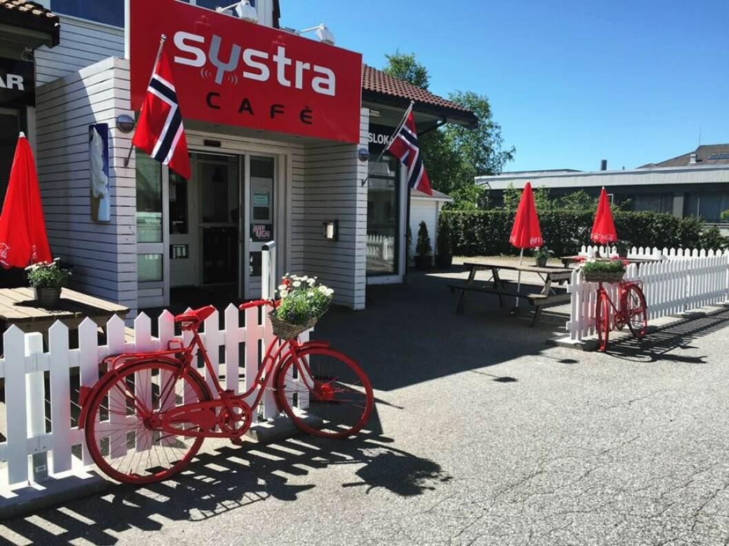 KAFE OG VEIKRO: Systra Cafe tar hyggelig imot.