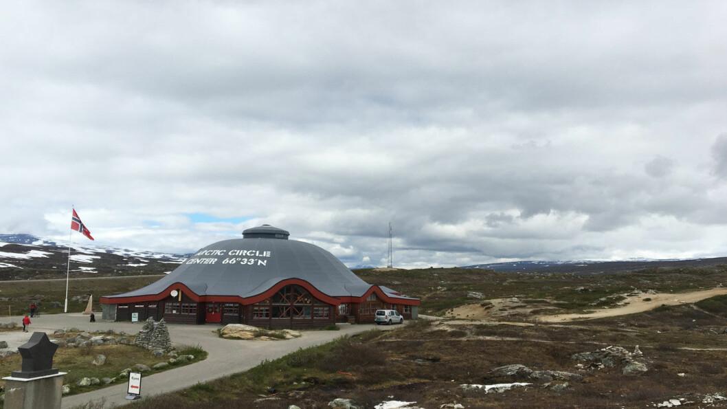 POLARSIRKELSENTERET: Senteret markerer at polarsirkelen krysser Saltfjellet.