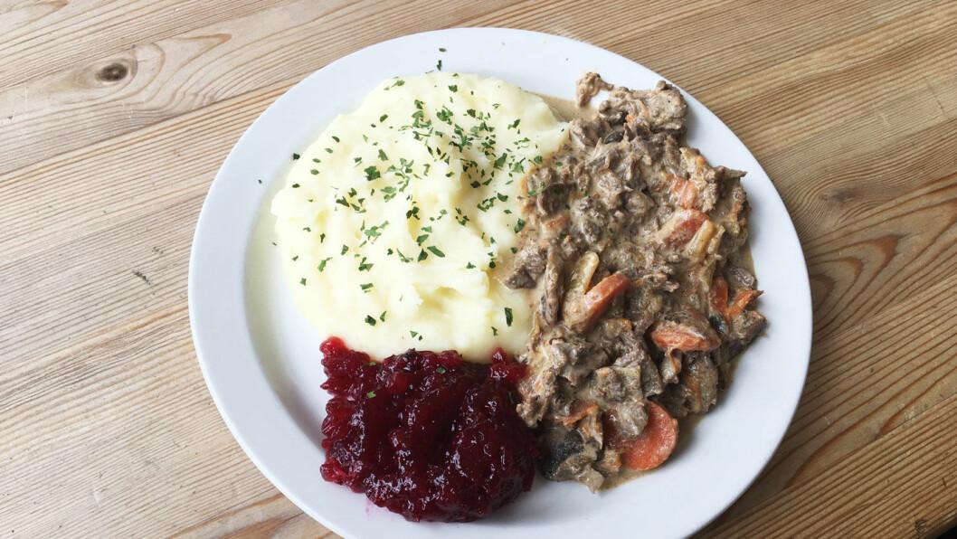 NORDNORSK MAT: På en meny med gatekjøkkenmat finner vi et lite lyspunkt, og det er reinsdyrgryta.
