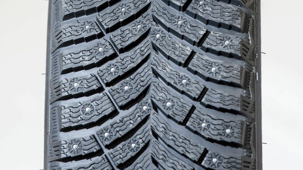 PIGGENE UTE: Michelin-dekket har 250 pigger. Dét gjør susen.