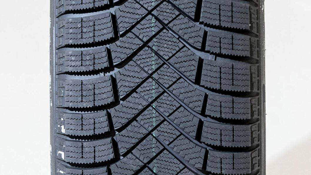 ALLROUNDER: Pirelli-dekket bremser bra på det meste, unntatt våt asfalt.