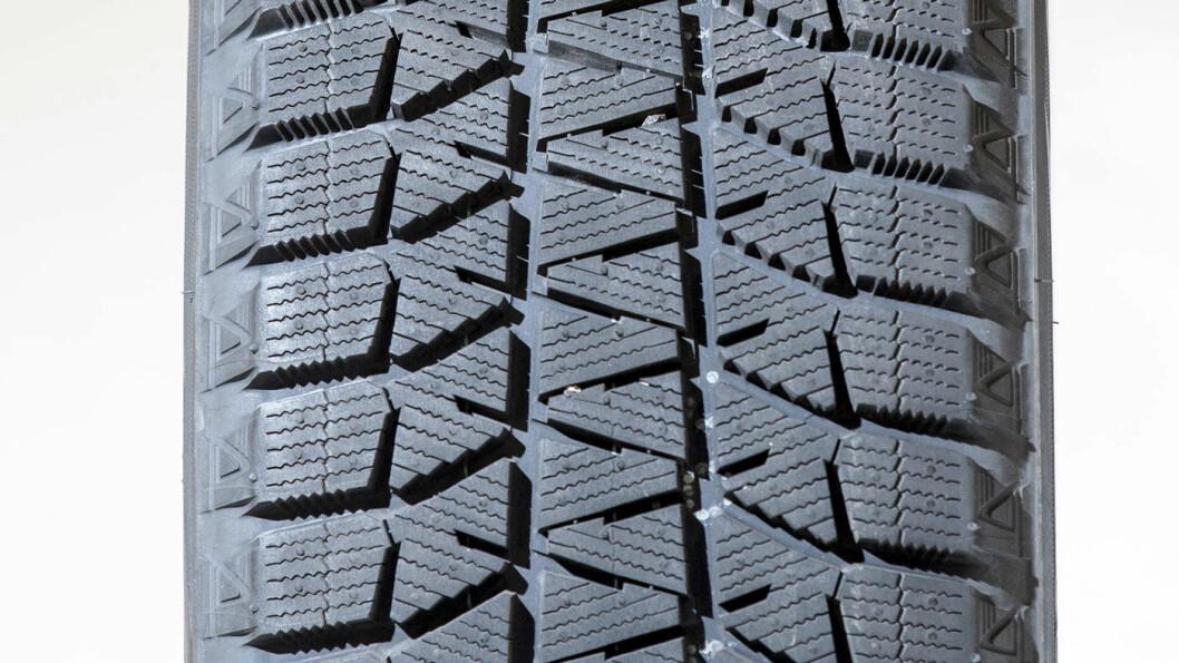 TØRT OG GODT: Bridgestone-dekket liker underlaget tørt.