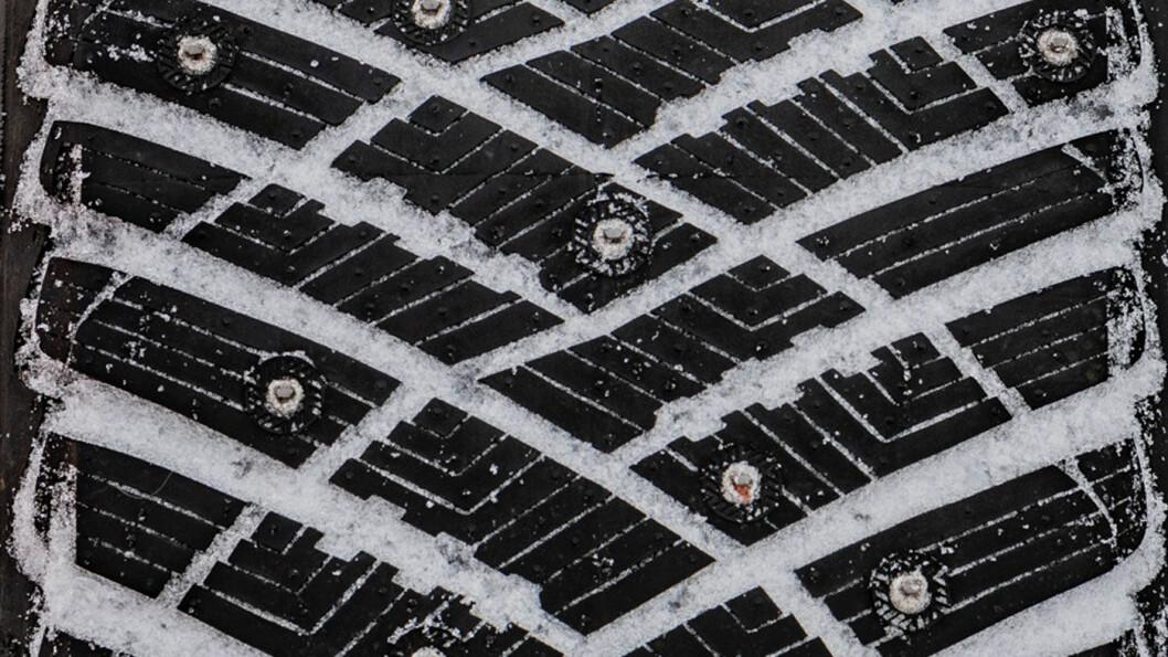 INGEN VINTERKONGE: Goodyear-dekket er ikke som best under nordiske vinterforhold. Foto: Peter Gunnars