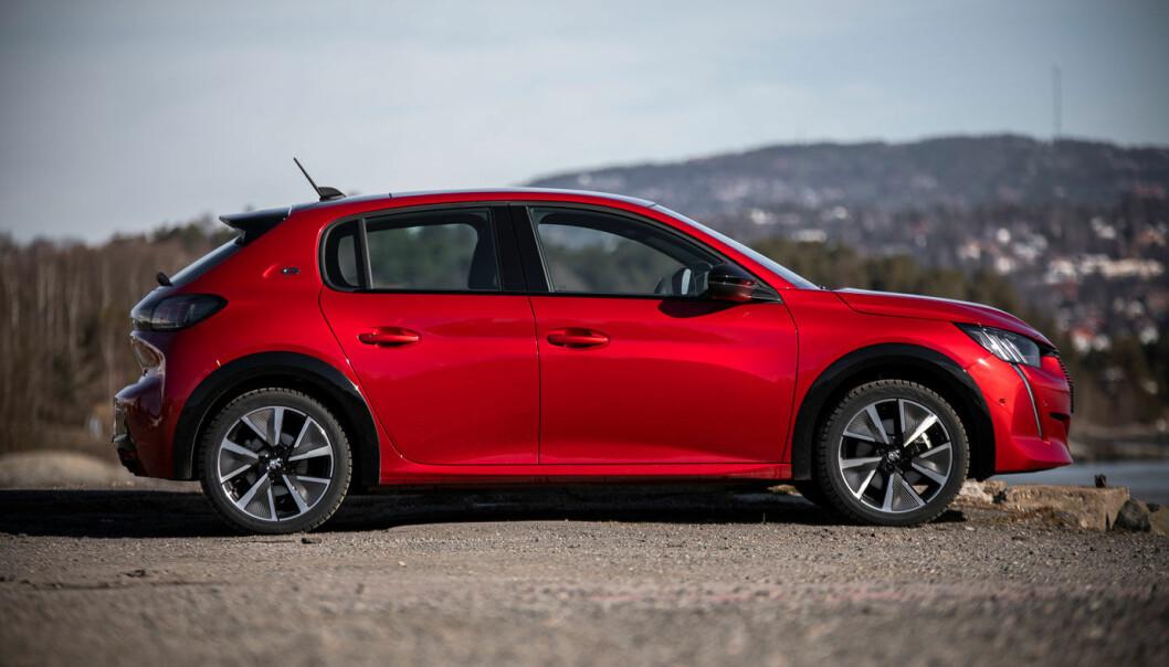"""<span class="""" font-weight-bold"""" data-lab-font_weight_desktop=""""font-weight-bold"""">NYKOMMER:</span> Peugeot 208 er blitt populær i Norge i elektrisk versjon, men modellen har hatt sine mangler som har krevd verkstedbesøk."""