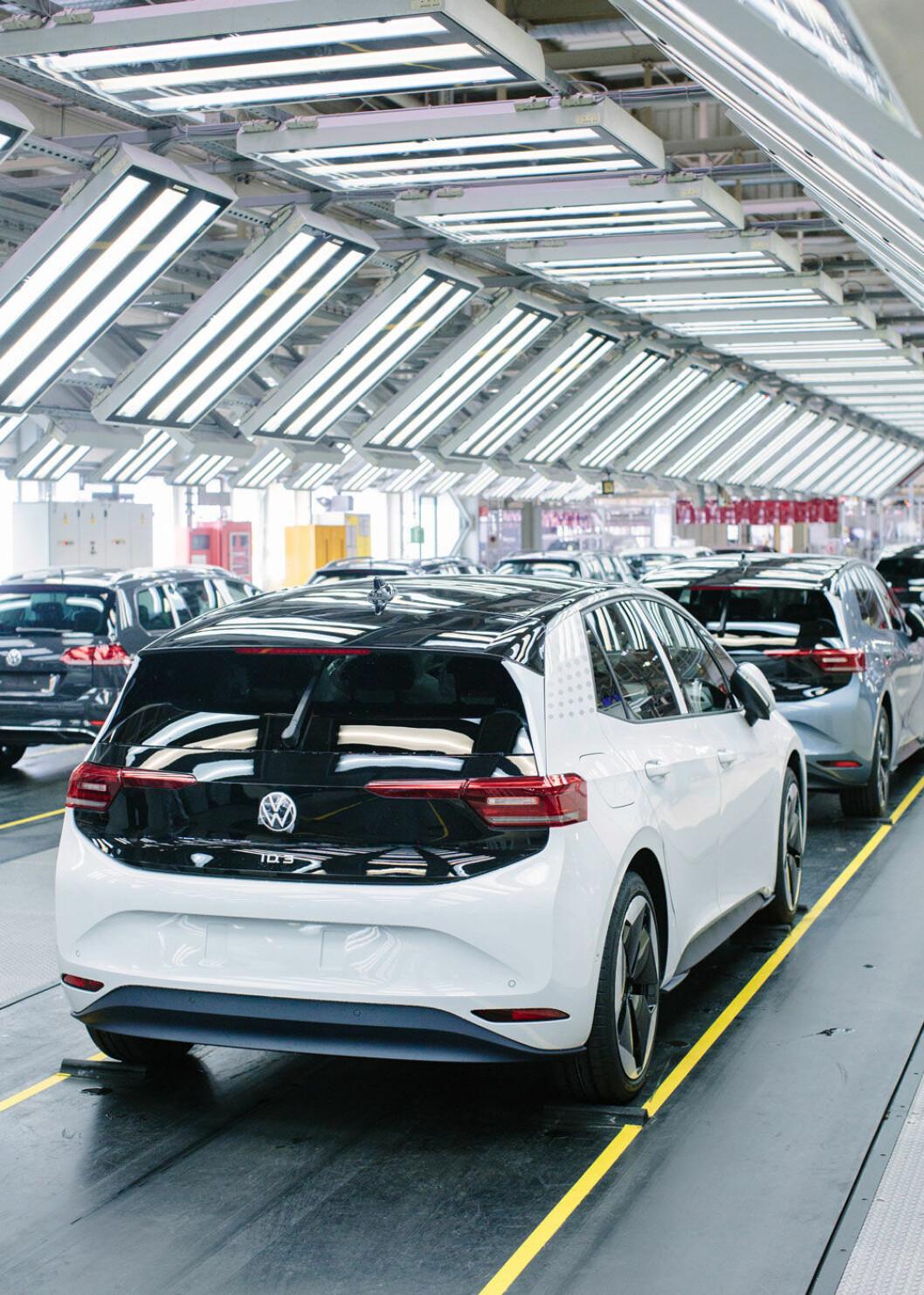 SNART KLAR: ID.3-modeller fra preproduksjonen på VWs kjempefabrikk i Zwickau i Tyskland.