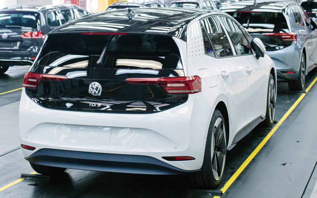 SKAL OPPGRADERES: ID.3-modeller fra førproduksjonen på VW-fabrikken i Zwickau i Tyskland.
