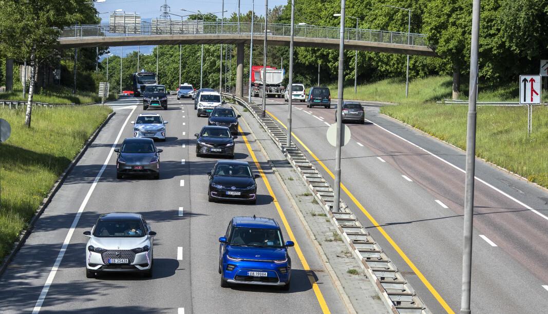 ELBIL-KØ: Testbiler på vei opp Trondheimsveien i Oslo under sommertesten 2020.