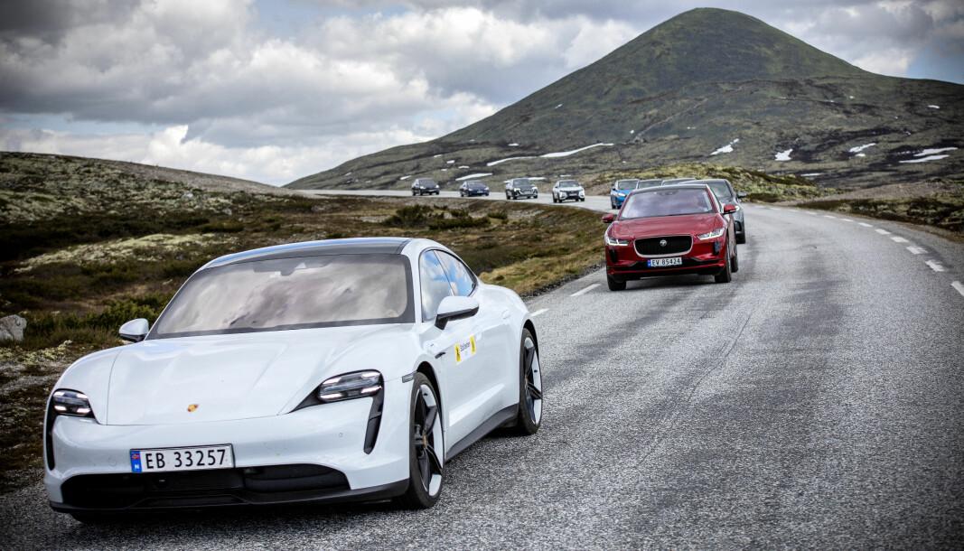 ELBILBØLGEN: Stadig flere velger elbil, men salget halter etter 2025-målet.