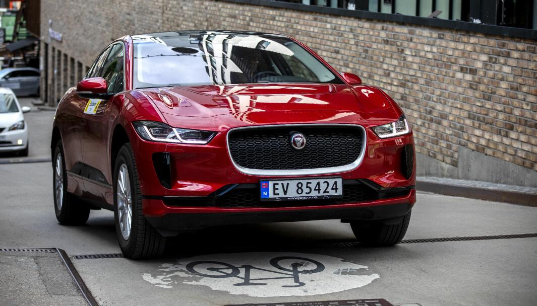 BESTILTE, MEN FIKK IKKE: Bilkjøperen bestilte to slike Jaguarer, som han aldri fikk av bilselgeren.
