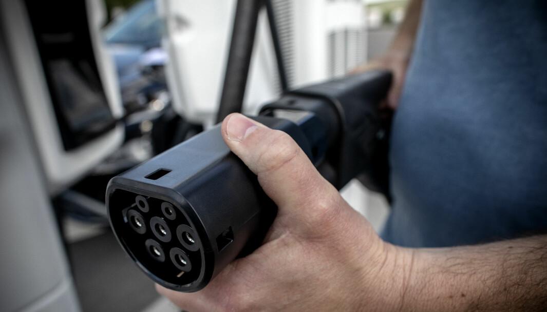 TAR GREP: Byrådet i Oslo endrer reglene for kjøring i kollektivfeltet med elbil.