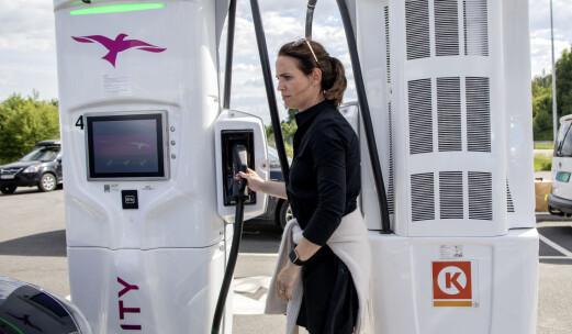 Hvorfor lader ikke elbilen som lovet?