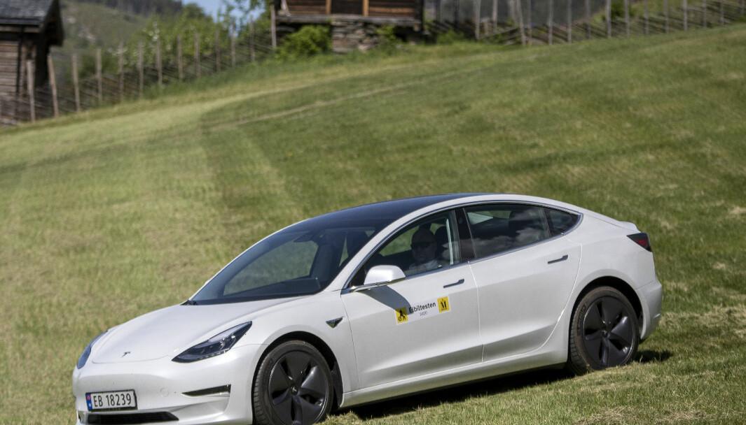 <b>IMPONERER I TEST:</b> Tesla Model 3.
