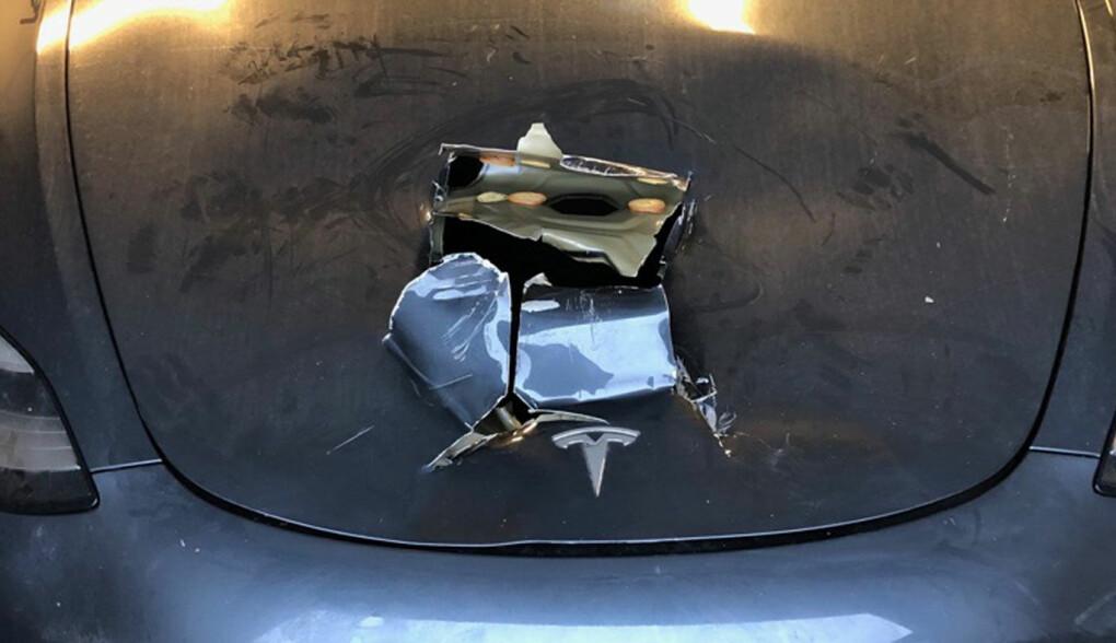 MÅTTE BETALE: Tesla-eieren måtte betale nytt panser selv. Foto: Privat