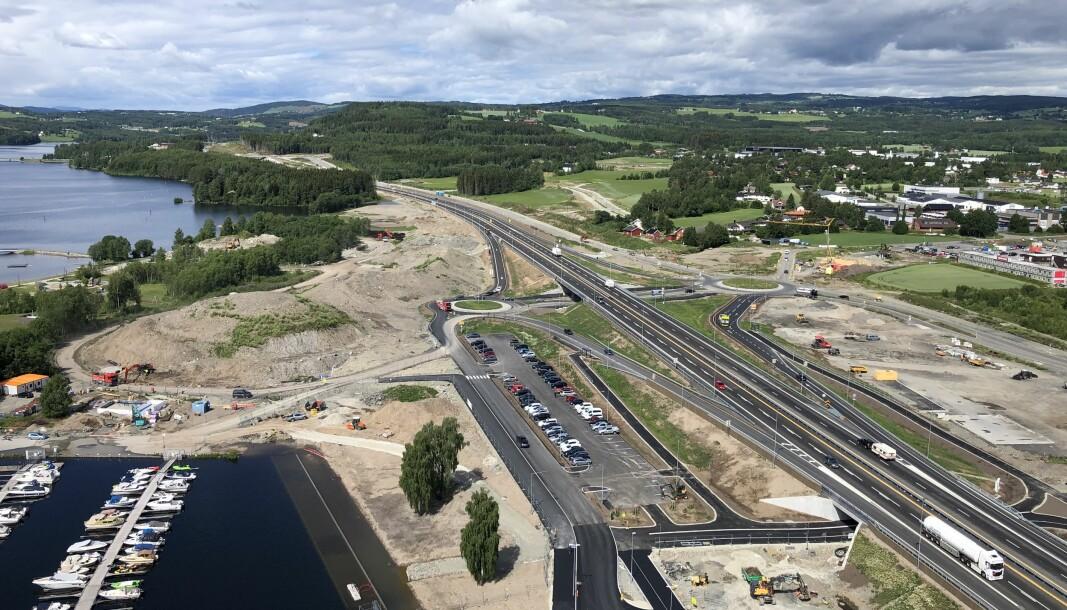 NY VEI: Slik ser nye E6 ved Mjøsa ut, fra toppen i 18. etasje på Mjøstårnet i Brumunddal.