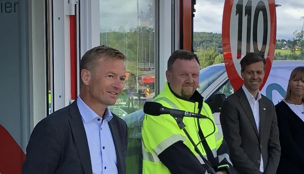 KREVER HANDLING: Helge Orten (t.v.) ber Knut Arild Hareide (t.h.) kjappe seg.