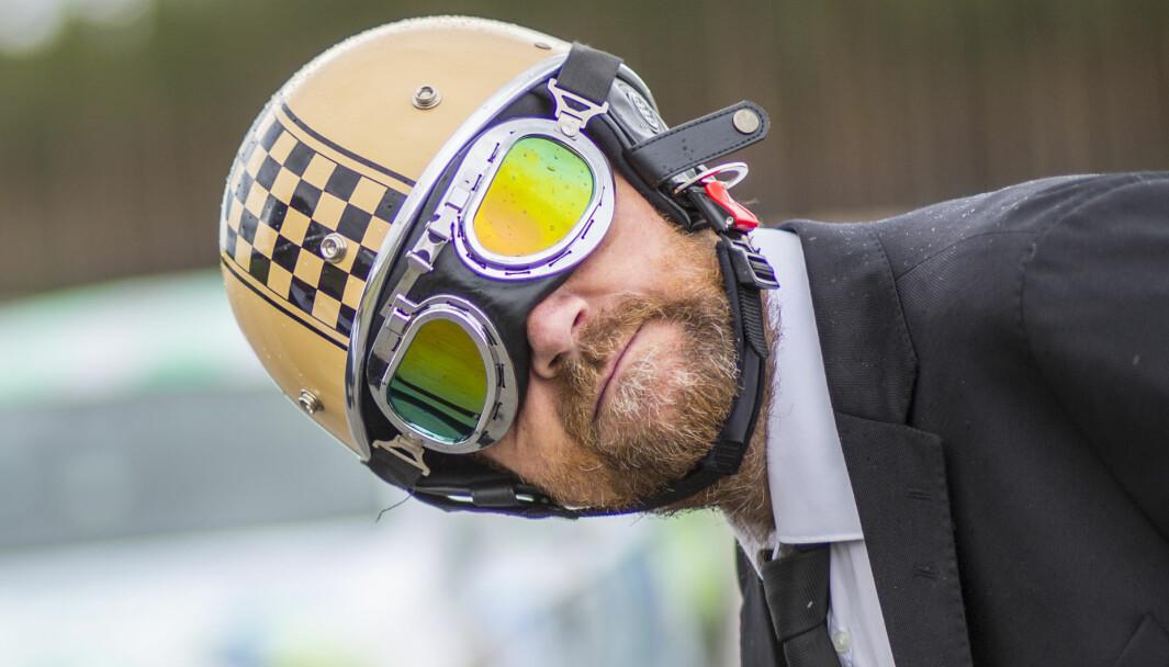 FAVORITTFARGE: Oransje og svart gjør susen for NRKs bilprofil Nils Wærstad.