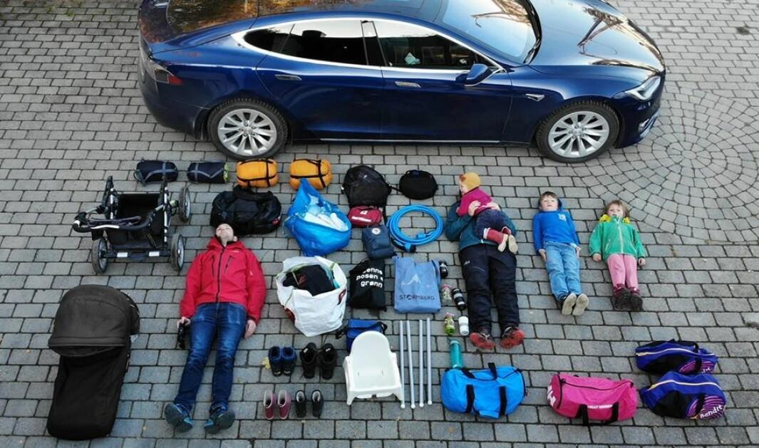 <b>ALLE SKAL MED:</b> Lars Finne og familien valgte Model S på grunn av bagasjeromsplassen.