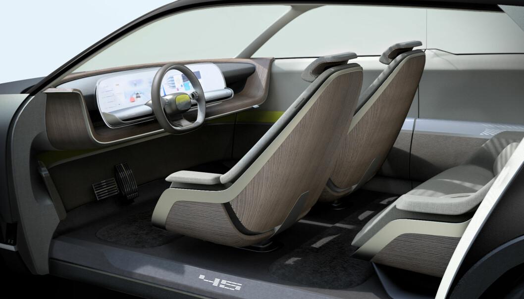"""<span class="""" font-weight-bold"""" data-lab-font_weight_desktop=""""font-weight-bold"""">ROMMELIG:</span> En dedikert elbilplattform gjør at man kan dra kupéens dimensjoner ut og gi mer plass og fleksibilitet. (Her: Konseptbilen Hyundai 45)."""