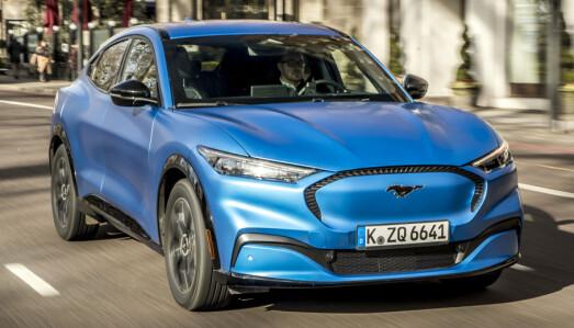 <b>FORD MUSTANG MACH-E.</b> Helelektrisk. Batteri: 75,7/98,8 kWt, rekkevidde: 420 - 600 km, Pris fra: 422.000 kr, 4WD: Ja, tilhengerfeste: Ja, 750 kg.