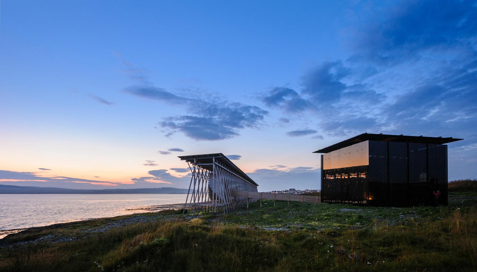 <b>FLAMMEHUSET: </b>Steilneset i Vardø, minnehallen og glassbygget rundt Louise Bourgeois' kunstverk over de 91 som ble brent for trolldomsvirksomhet. Den internasjonalt kjente arkitekten Peter Zumthor har tegnet både minnehallen og glassbygget.
