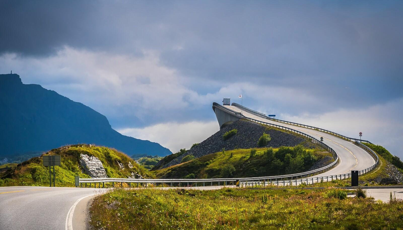 <b>NORSK GRUNNFAG: </b>Storseisundbrua på Atlanterhavsvegen står på mange nordmenns besøkliste i sommer.