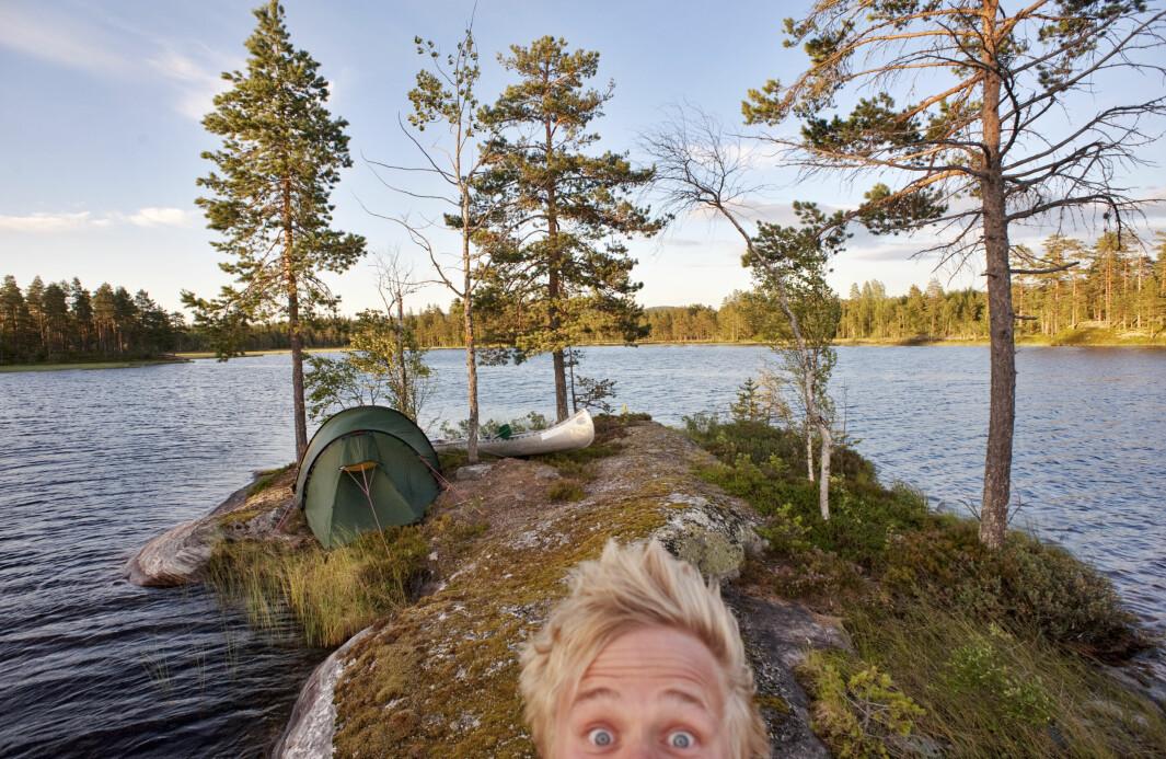 <b>HEISANN</b>: Marius Nygård Pettersen skriver, fotograferer og holder foredrag om friluftsliv. Her har han slått leir på en øy i padleparadiset Fjorda på Hadeland