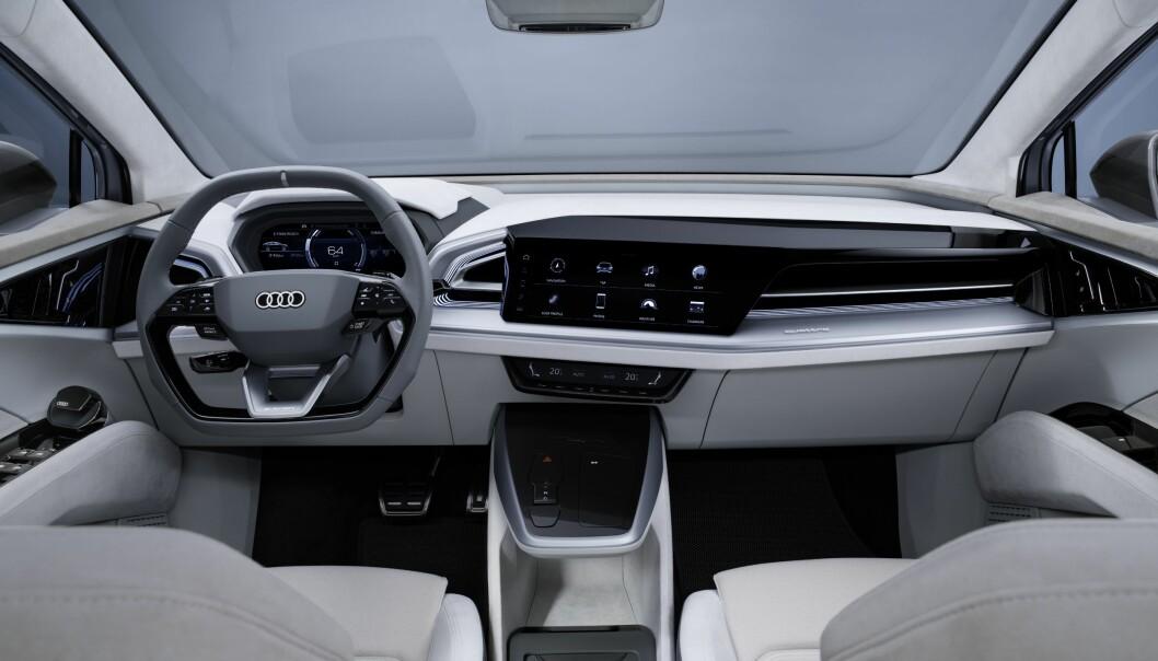 <b>NYTOLKNING: </b>Audi har tatt sin kjente oppskrift et hakk videre på denne konseptbilen. Q4 Sportback e-tron Concept er likevel gjenkjenelig, med Virtual Cockpit og 12,3-tommers berøringsskjerm i senter.