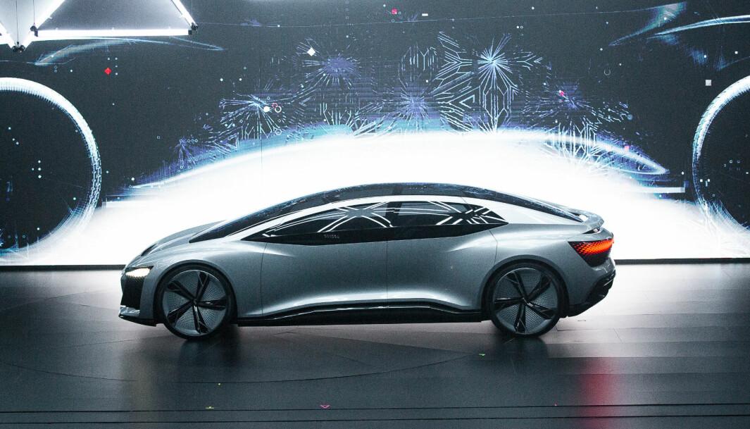 MERCEDES EQS-RIVAL: Audi setter alle kluter til for å kunne rivalisere med de beste. Her konseptbilen Aicon (2017).