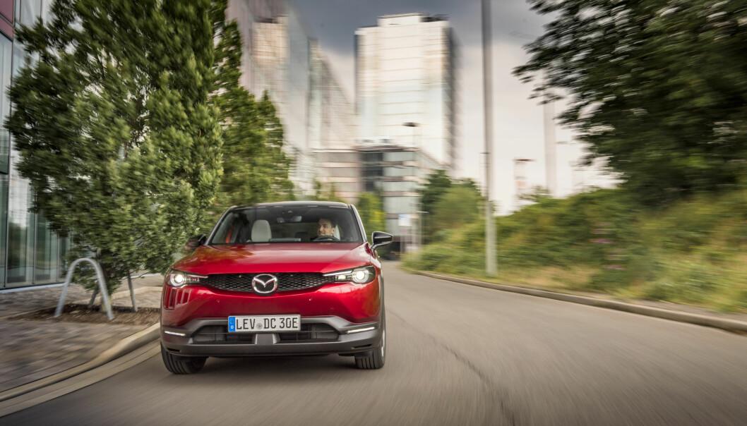 <b>PÅ NORSKE VEIER: </b>Motor har prøvekjørt nye Mazda MX-30 i Norge – på tyske skilter. Det ble en positiv opplevelse.