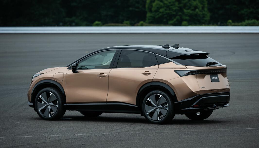 <b>STOLTE:</b> Nissan-sjefene er stolte av nykommeren Ariya. Og når vi ser bilder av bilen, så er det lett å forstå dem.