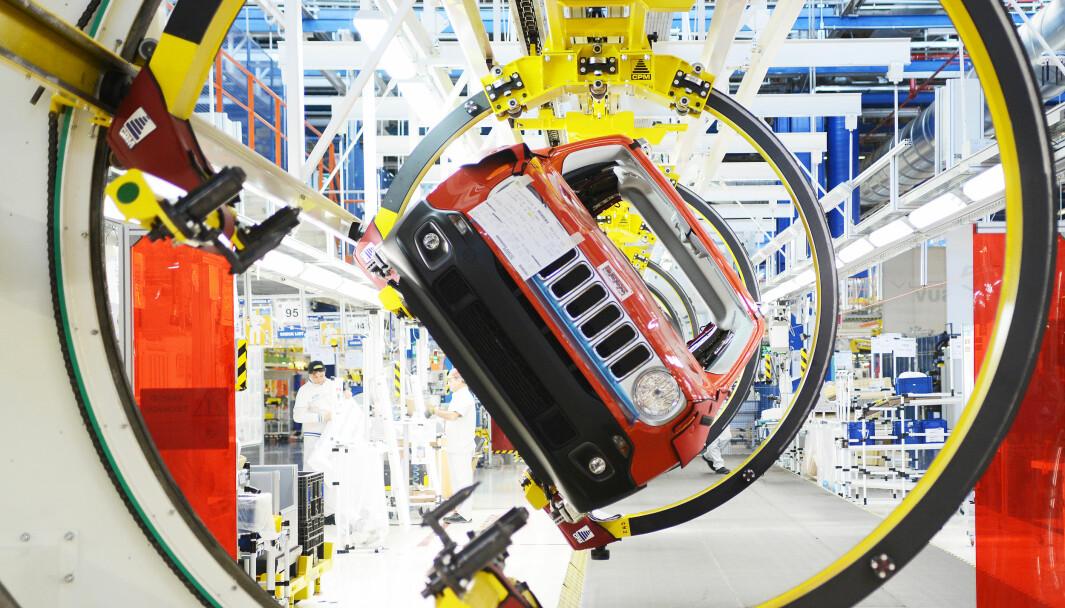 RUNDDANS: En amerikansk Jeep Renegade på fabrikken i italienske Melfi.