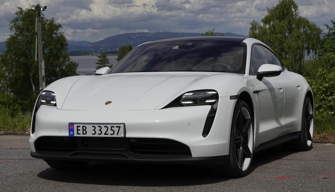 KAN BLI RÅDYR: Biler som Porsche Taycan kan bli vesentlig dyrere om de rødgrønne får det som de vil.