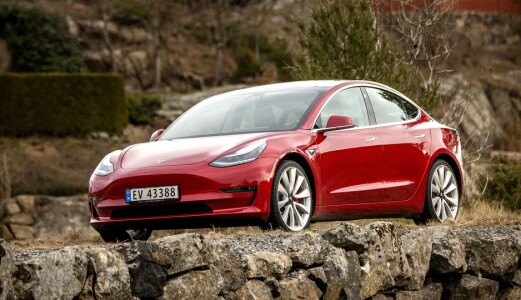 Lavere pris og lengre rekkevidde for Model 3
