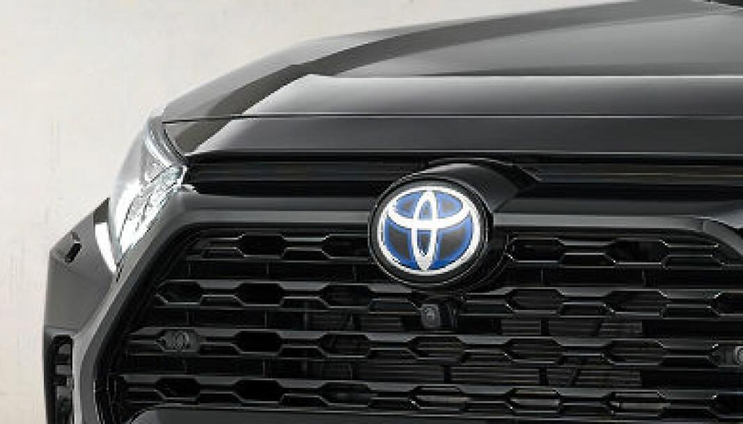 NUMMER 1: Toyota-logoen på nye RAV4 Black Edition
