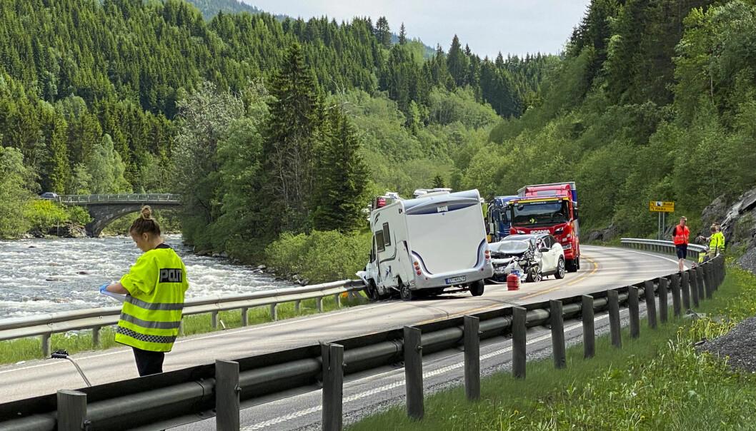 BOBIL-ULYKKE: I juni kolliderte to personbiler og en bobil ved Støren i Trøndelag.