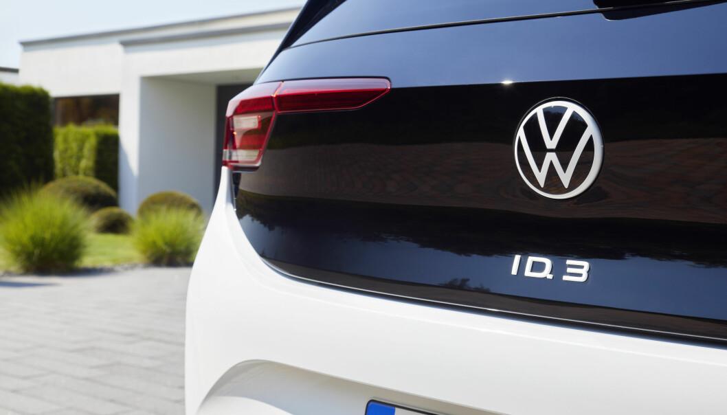 LADER OPP: VW skal bygge seks bilbatterifabrikker og vil ha på plass 18.000 hurtigladestasjoner i Europa innen 2025.