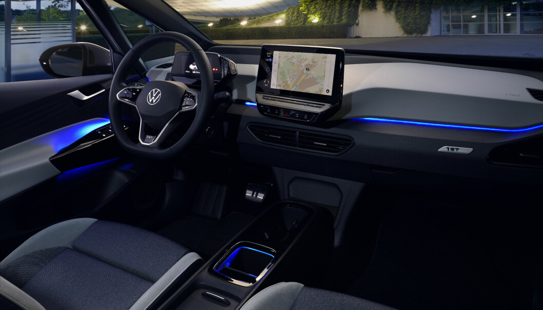 <b>STILFULLT:</b> Du kan variere interiørbelysningen med en rekke farger på de to øverste utstyrsversjonene. Men panoramatak må du droppe om du vil ha lengst mulig rekkevidde eller ha med sykler på hengerfeste.