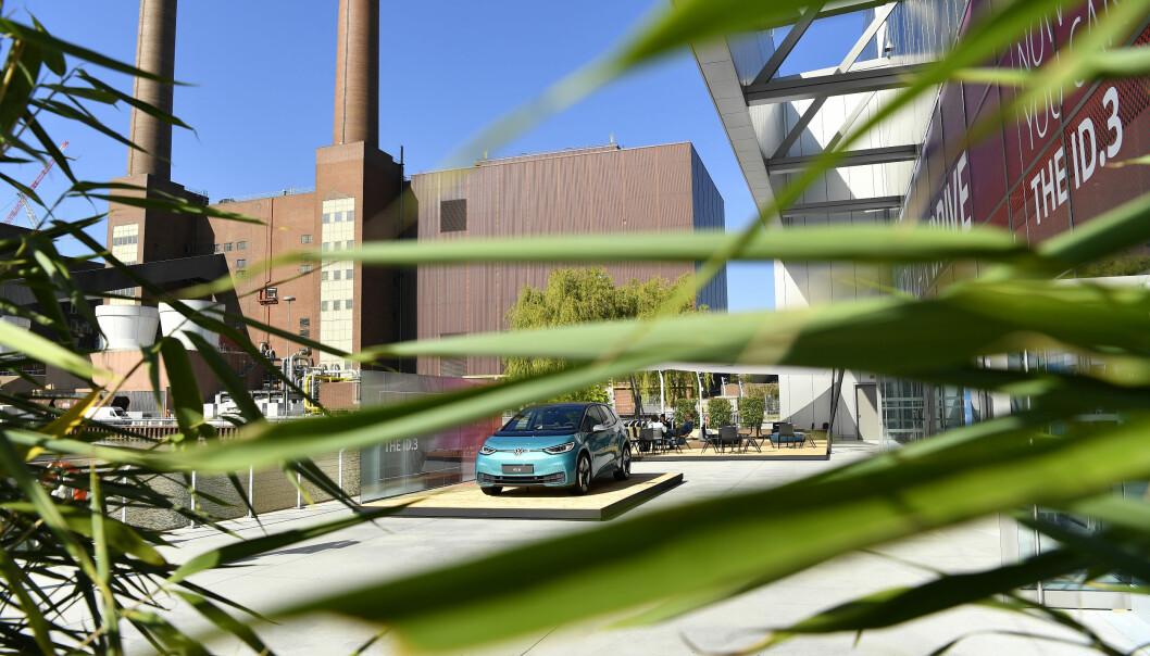 MAKTSENTRUM: Hovedkvarteret til Volkswagen i Wolfsburg. Spørsmålet har vært: Vil julefreden senke seg, eller vil hoder rulle?