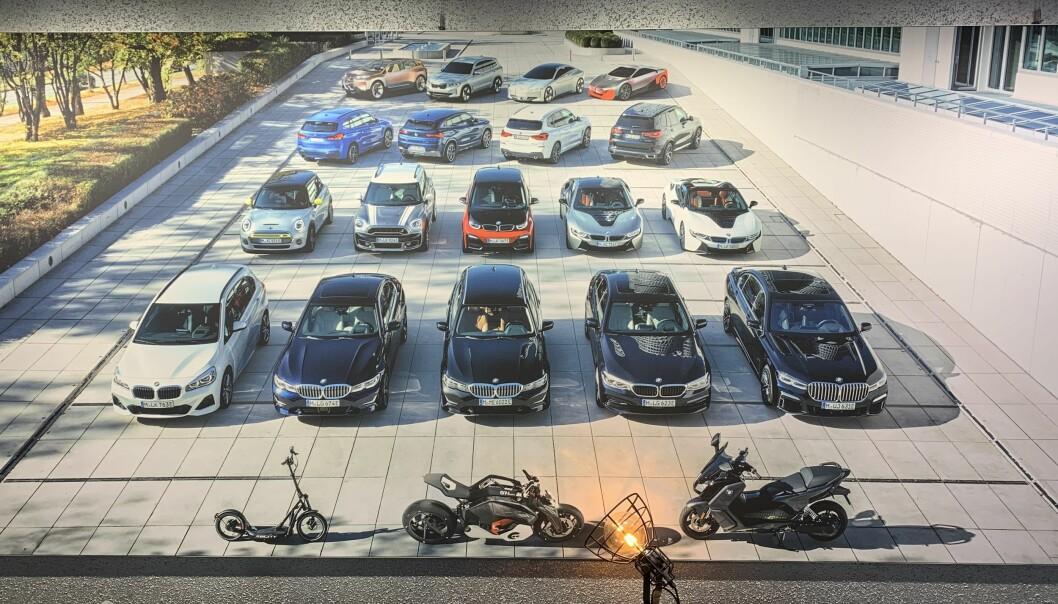 <b>ELEKTRIFISERT:</b> I Münchens anlegg i Tyskland vises samtlige elektrifiserte modeller. Alle, med unntak av BMW i3 og Mini Cooper SE, er ladbare hybrider.