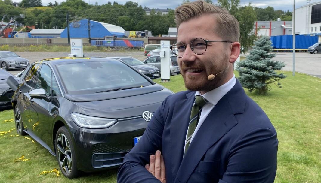 KLAR TIL Å KRANGLE: Klimaminister Sveinung Rotevatn mener elbil-fordelene må være så gode som 2025-målet krever.