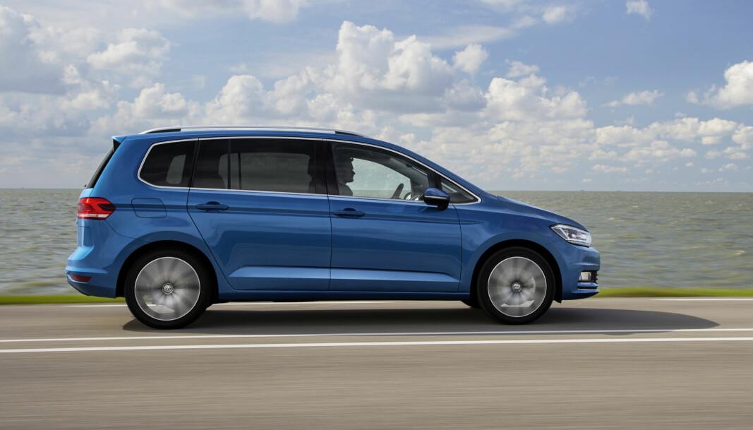 <b>PRAKTISK:</b> Med sitt funksjonelle og kompakte karosseri med plass til sju, ble VW Touran en stor familiefavoritt. Her er en av de nyeste modellene, 2015-utgaven.