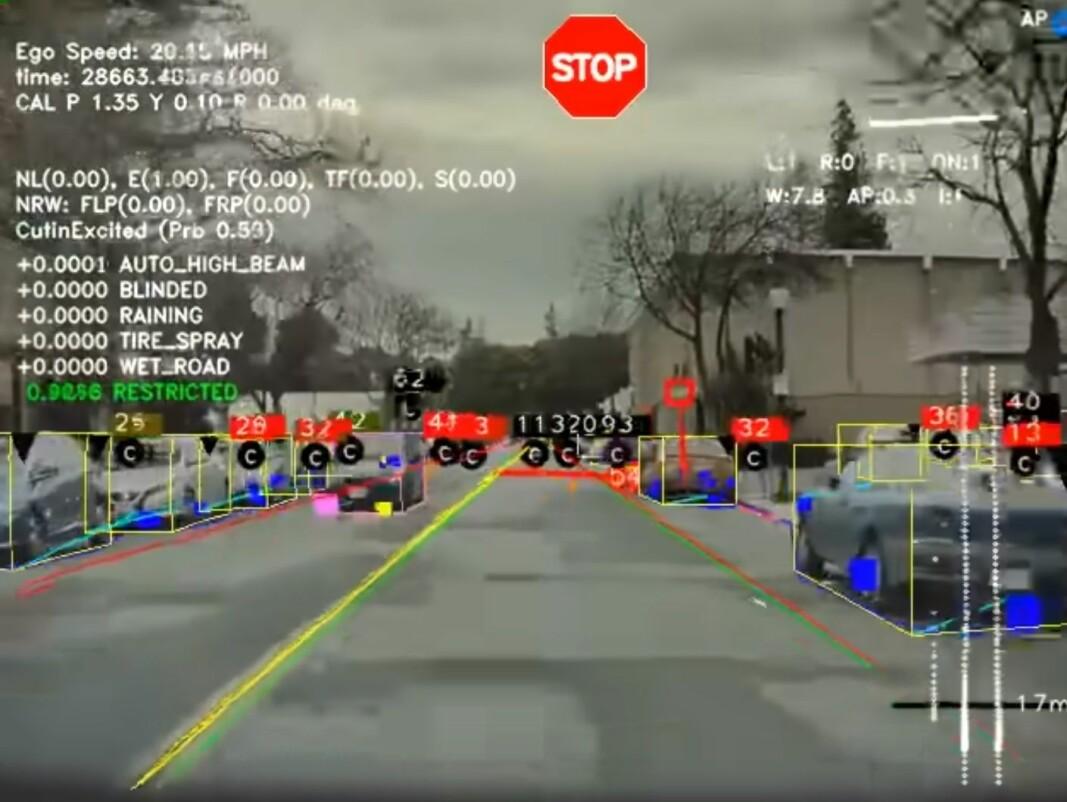 <b>LÆRER HVA DEN SER:</b> Video fra hele verden, samlet inn fra hundretusener av Teslaer, går gjennom analyseverktøy og mater kunnskapsdatabasen til den kommende Autopilot-løsningen.