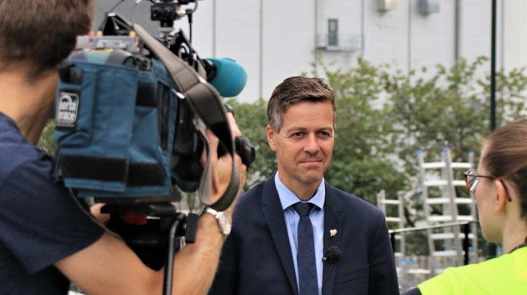 – VIL BEDRE FORBRUKERVERNET: Samferdselsminister Knut Arild Hareide mener et offentlig tilgjengelig skaderegister for bil vil styrke trafikksikkerheten.
